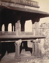 Close view of grouped columns and balustrade at the north-east angle of the Panch Mahal, Fatehpur Sikri 1003616